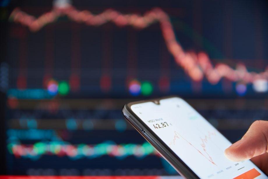 Smartphone vor einem Chart