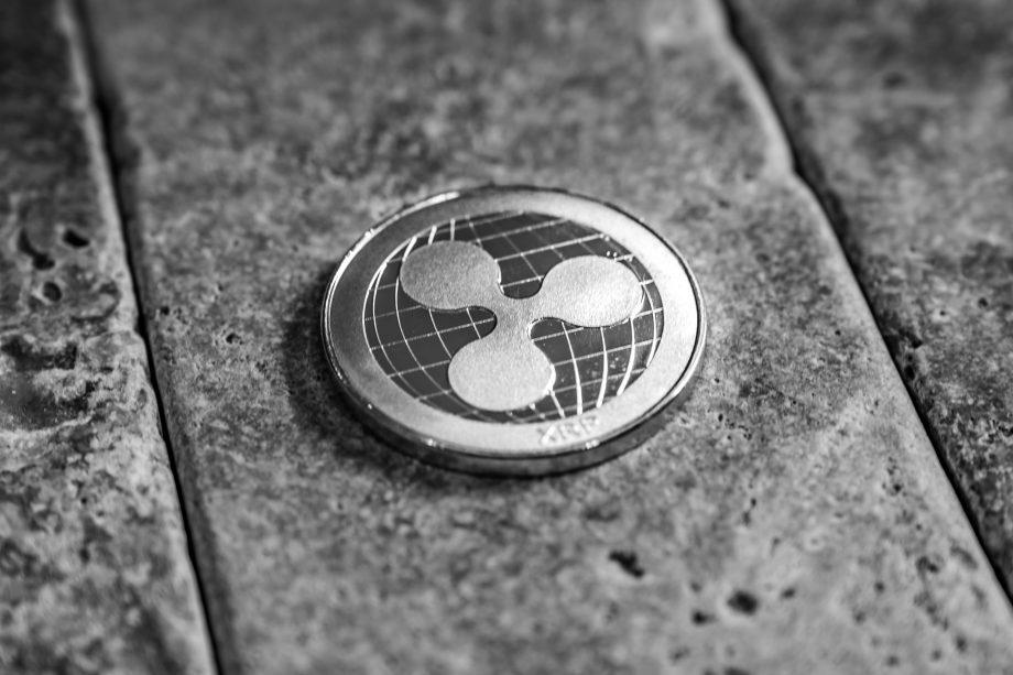 XRP-Münze liegt auf dem Boden