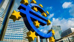 Das Euro-Zeichen vor dem Hauptgebäude der EZB.
