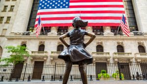 Bronzefigur vor der New York Stock Exchange NYSE