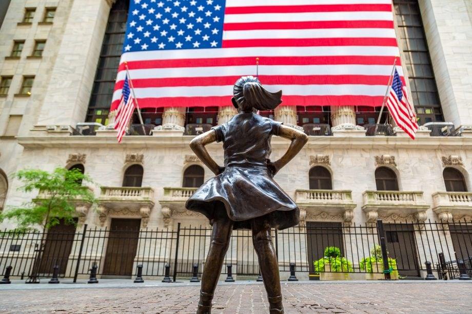 Bronzefigur vor der New York Stock Exchange NYSE
