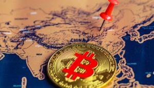 Bitcoin-Münze auf chinesischer Landkarte