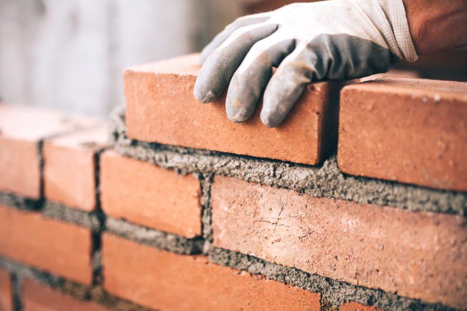 Maurer mauert Mauer