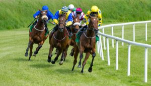 Pferderennen symbolisiert den Wettkampf unter den Banken