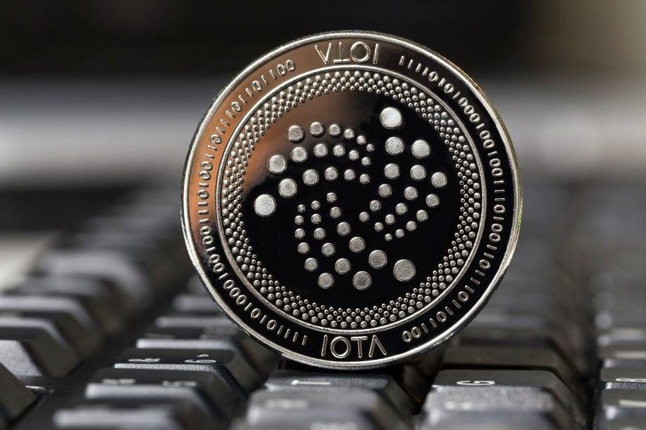 IOTA-Münze auf Tastatur
