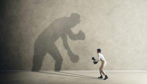 Boxer kämpft gegen seinen Schatten