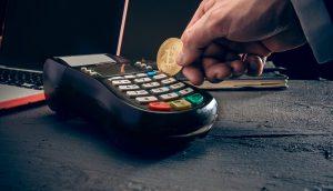Bezahlen mit Bitcoin (Symbolbild)