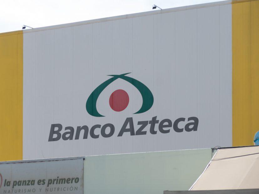 Werbetafel mit der Aufschrift Banco Azteca