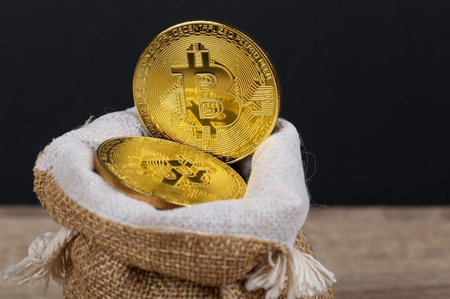 Ein Sack mit Bitcoin-Münzen
