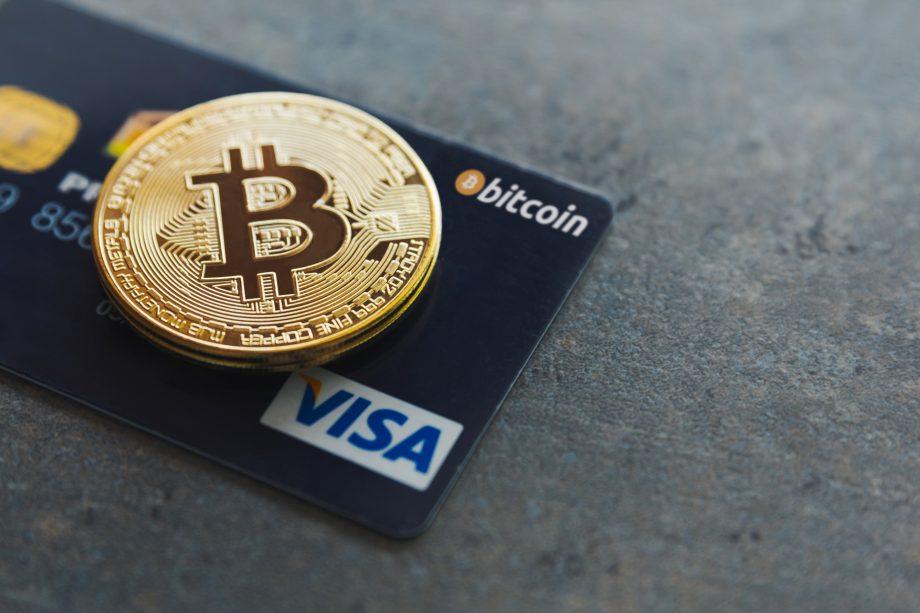 Bitcoin Münze auf Visa Card