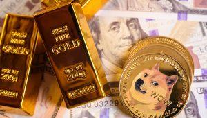 Goldbarren liegen neben DOGE-Münzen auf US-Dollar-Noten.