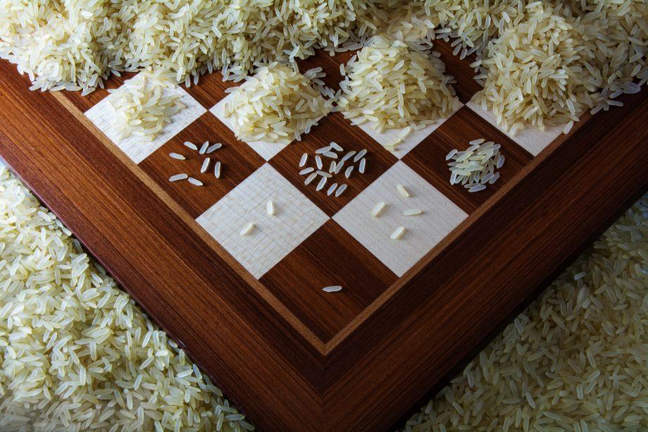Reiskörner auf Schachbrett, wachsen je Feld weiter an.