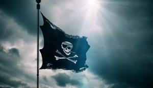 Piratenflagge vor dunklem Himmel