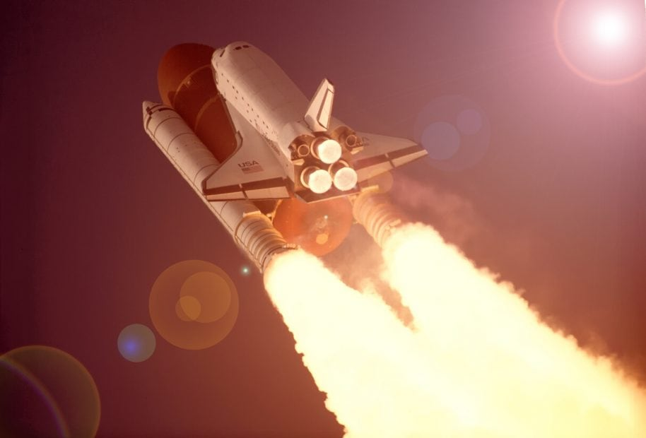 Ein Spaceshuttle auf dem Weg in den Orbit