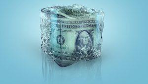 In Eis eingeschlossene US-Dollarnoten