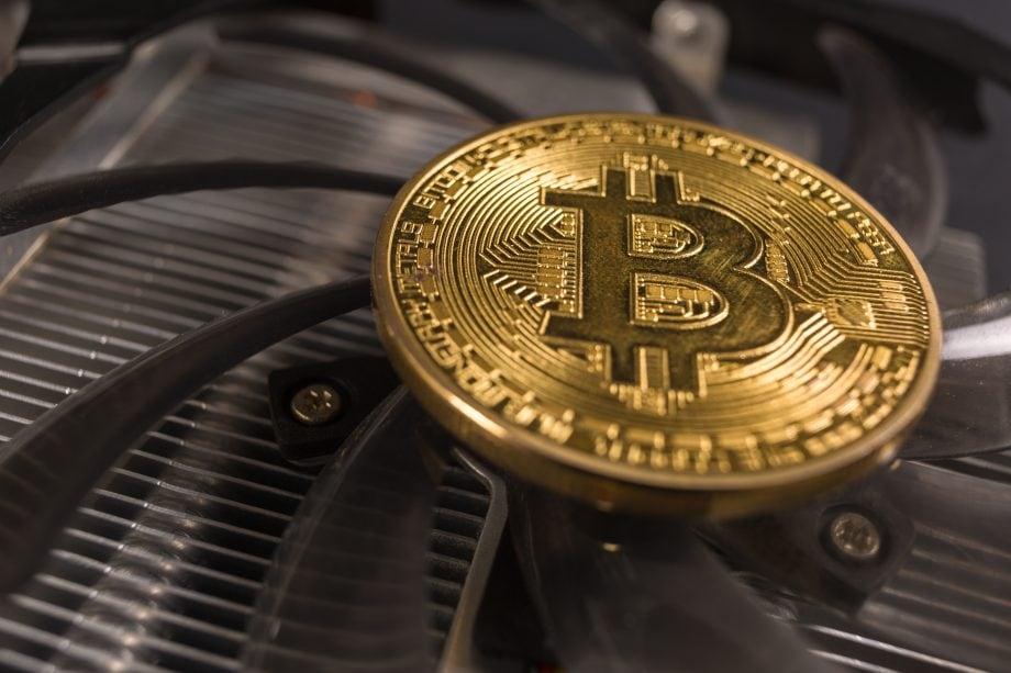 Bitcoin-Münze und Mining Hardware