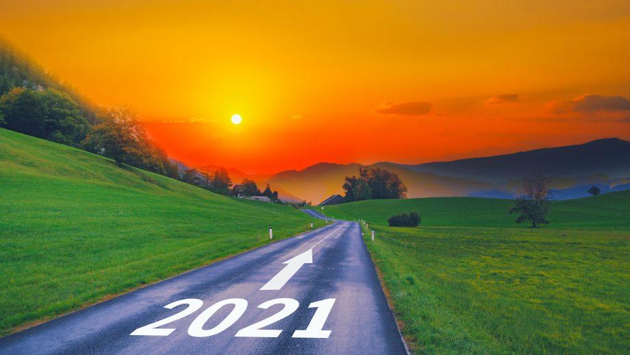 Straße mit Aufschrift 2021