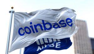 Coinbase Flagge weht im stürmischen Wind