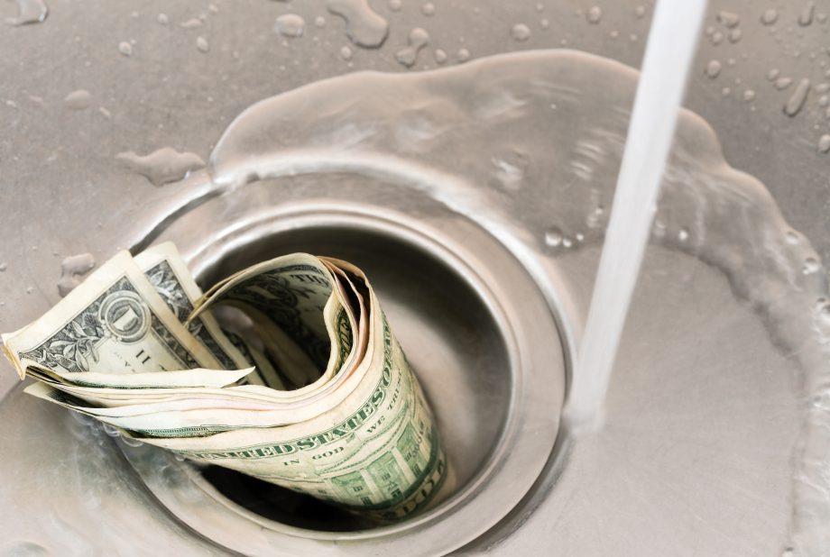Geld in Spüle
