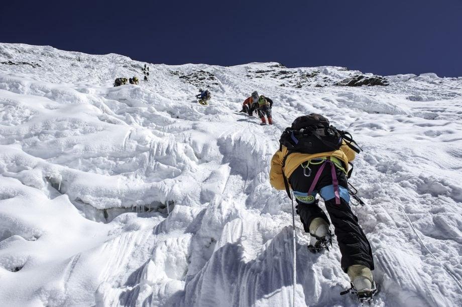 Bergsteiger auf dem Weg nach oben.