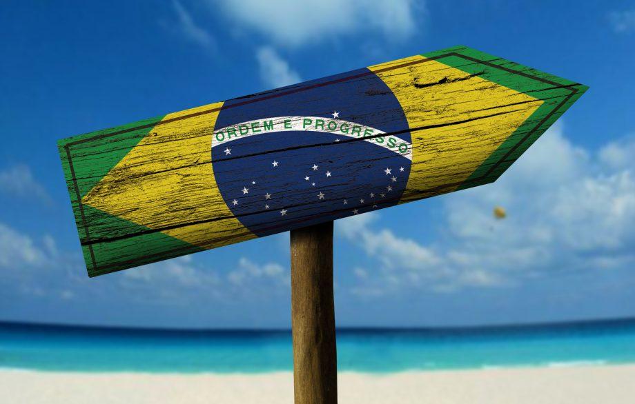 Schild, dass Brasilianische Flagge zeigt