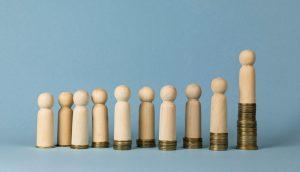ungleiche Verteilung mit holzmännchen illustriert
