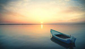 Wasser, Sonne und Boot.
